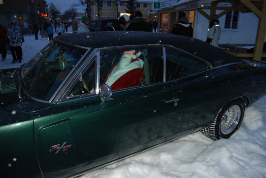 Santa Claus driving his Charger, Big Wheels Malung